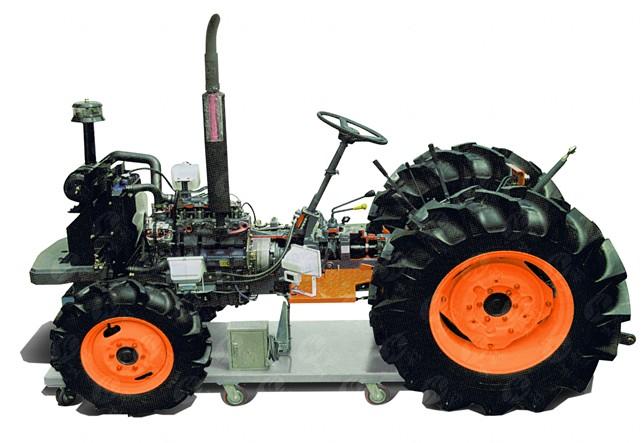 展示中型4轮农用拖拉机的工作原理和剖视结构。用于拖拉机各项功能及传动系的实验教学和故障诊断、定期检查及维护的技术教学。 以每分钟0~15转的速度驱动整套系统,使每个活动零部件达到运动状态。彩色剖面部分用2个卤素灯照明。 台架采用静电喷涂高温烤漆工艺,配置万向锁止脚轮。